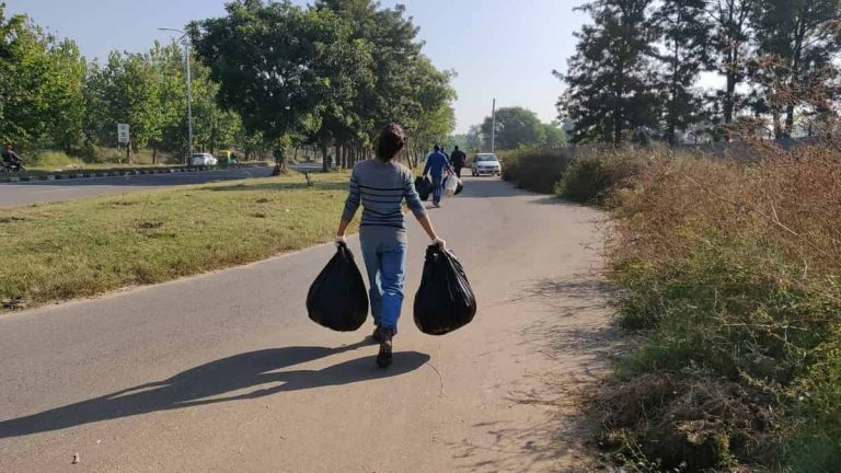Travelwalkthroughs - Cleaning the Streets in IT Park